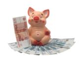 керамическая копилка свинья на бумажных деньгах