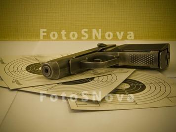 Натюрморт с пистолетом
