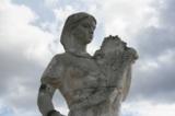 Памятник,_девушк