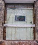 окно,_жалюзи,_бар