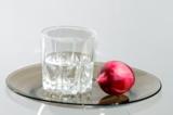 стакан,_водка,_лу