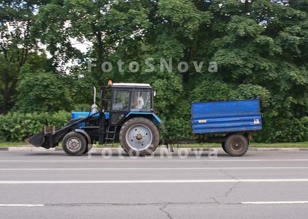 синий,_трактор,_б